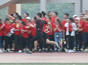 第三届运动会-男子接力赛两虎相争